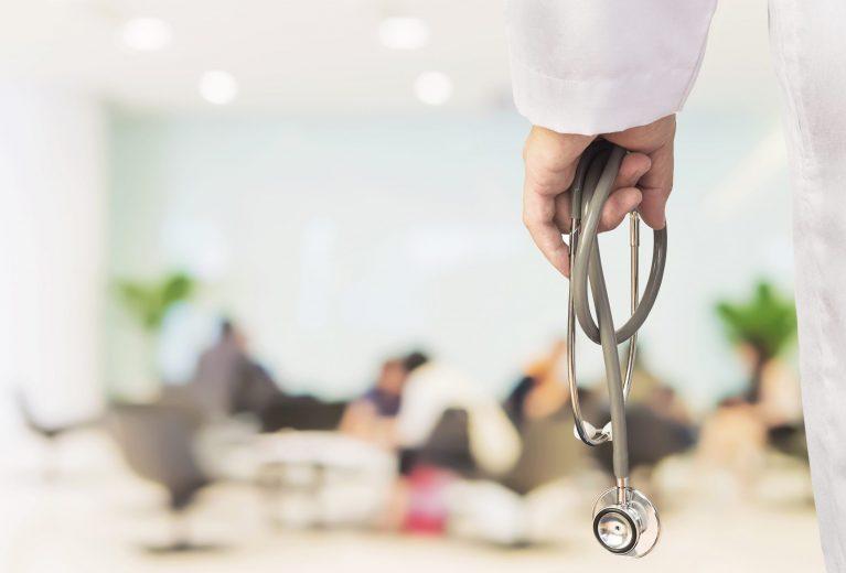 Médecin:comment gérer les files d'attente pendant la crise?
